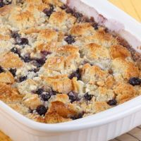 Blueberry Dump Cake ... Apparently, you can make anything in a crockpot! Try this delicious blueberry dump cake recipe - it's as easy as 1, 2, 3!