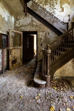 This 13-Acre Island Right Next To New York City Has Been Abandoned Since 1963     13/35       Main stairwell inside the western (middle) wing of the U-shaped nurses' building.