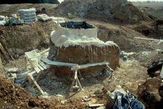 Consolidation et moulage préparatoires à la dépose d'un four de réduction de minerai de fer gallo-romain fouillé sur le tracé de l'autoroute A5 Les Clérimois, Yonne...