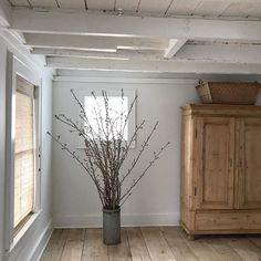 the 1919 house: Photo Rustic Farmhouse, House Design, Simple House, Dining Room Decor, House, Garden Decor, Natural Home, Farmhouse, Home Decor