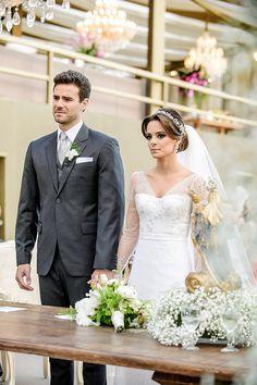 Maria Thereza e Luiz Flávio tiveram um casamento intimista na casa dos pais da noiva, em Belo Horizonte. A cerimônia leve ao pôr do sol combinou bem com o