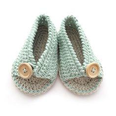 Aprende a Tejer unas adorables Sandalias de Crochet de Bebé con este Tutorial paso a paso con patrón Gratis incluido ¡Verás que fácil es!