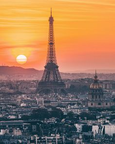 When the Sun sets behind the Eiffel Tower ! As it is Parishenge madness lately, I just wanted to drop another similar shot where we can clearly see the Sun setting ! It was shot from the very top of @Pantheon.paris !