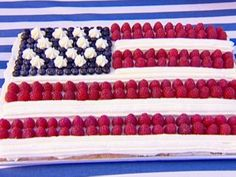 Happy Memorial Day Weekend with this Stars and Stripes cake