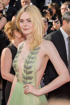 Elle Fanning style in 2020 (With images) Ellie Fanning, Dakota And Elle Fanning, Fanning Sisters, Beautiful Celebrities, Beautiful Actresses, Most Beautiful Women, Beautiful People, Sexy Outfits, Beauté Blonde