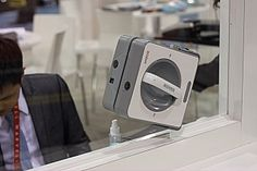 A WINDOW CLEANING ROBOT!!!