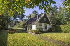 An 't Keienpadtien Sauna, Home And Family, Family Houses, House Styles, Travelling, Gem, Decor, Cottage, Houses