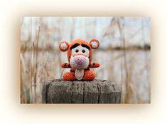 Horgolás minden mennyiségben!!!: Amigurumi leírások Winnie The Pooh Friends, Fat Face, Minion, Cartoon Characters, Tigger, Teddy Bear, Christmas Ornaments, Toys, Holiday Decor