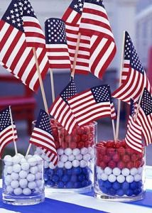 Easy 4th of July centerpieces - throw the best backyard barbecue of the season with this fun décor!