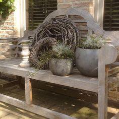 Leuke plantjes gekocht voor op mijn bank in de voortuin , een zilvergrijs… Garden Deco, Diy Garden, Garden Paths, Home And Garden, Small Gardens, Outdoor Gardens, Garden Ornaments, Deco Floral, Garden Sculpture