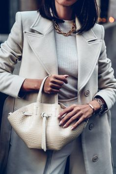 Love mock croc handbags so much! They instantly dress up and make the outfit so much more chic and stylish. Wearing this cream handbag with matching cream coat, sweater, and pants Big Handbags, Stylish Handbags, White Bag Outfit, Yves Saint Laurent, Cream Coat, Viva Luxury, Monochrome Outfit, Summer Accessories, Sweater Coats