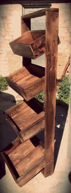 Estanteria con cajas de palets / cajas de madera / estilo rustico / decoracion vintage / estanteria rustica / www.desvanvintage.com