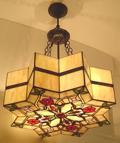 I know this is a lamp but the mandala pattern is just gorgeous! Stained Glass Light, Tiffany Stained Glass, Tiffany Glass, Stained Glass Designs, Stained Glass Projects, Stained Glass Patterns, Stained Glass Windows, Leaded Glass, Mosaic Glass