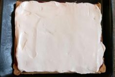 Smotanovo - malinový zákusok, recept | Tortyodmamy.sk Camembert Cheese, Food, Mascarpone, Meal, Essen, Hoods, Meals, Eten