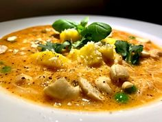 Sund asiatisk hønsekødssuppe med rød karry og kokosmælk Soup Recipes, Snack Recipes, Dinner Recipes, Healthy Recipes, Snacks, Butter Chicken, Curry, Sushi, Asian Recipes