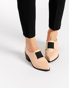 Imagen 1 de Mocasines con tacón SOCIALLY de ASOS Shoes Sandals, Nude Shoes,  Shoe dd17d5f5bfa4