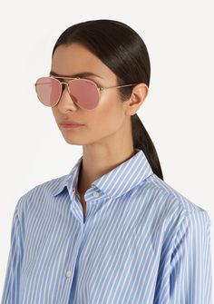 Tom Ford Sean sunglasses in shiny rose gold pink are stylish, elegant, and full of attitude. These sunglasses are a twist on the traditional Aviator style, adding the thicker browline bar and the beautiful pink mirror lens effect. Sunglasses Tom Ford Sean 0536 #tomford #sunglasses2017 http://lenshop.gr/manufacturers/9425-tom-ford/sunglasses