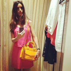 Probador Zara #probador#zara#fittingroom#martasshowcase#bag#orange#orangebag#new#clothes#shop#shopping#pink#dress#pinkdress#fuchsia#love#instafashion#madrid#spain#blog#blogger#fashion#style