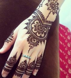 Mehndi art is 5000 years old which is prepared with the leaves of plant known as henna. The girls of all ages love to have beautiful mehndi designs on their Henna Tattoos, Henna Tattoo Designs, Eid Mehndi Designs, Latest Mehndi Designs, Simple Mehndi Designs, Mehndi Tattoo, Mehndi Designs For Hands, Arm Tattoo, Mehndi Art