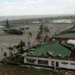 Haiyan fa oltre 1.200 morti. Il più forte tifone della storia, venti a 313 km