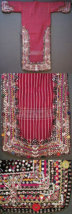 Rear of a 'dokuma işli üçetek' (handwoven and worked robe-with-three-panels) from the Pomak villages near Biga (Çanakkale province), mid-20th c.  Handwoven woollen fabric, adorned with cotton embroidery, patchwork, zigzag ribbons, metallic sequins, small glass beads, (cotton or orlon) pom-poms, buttons.  (Inv.nr. üçe020  - Kavak Costume Collection - Antwerpen/Belgium).