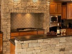 Ledgestone Corners used as header stones in a soldier course pattern Thin Stone Veneer, Natural Stone Veneer, Stone Columns, Stone Kitchen, Construction Design, Kitchen Design, Kitchen Ideas, Windows And Doors, New England