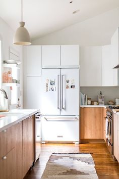 5 Minimalist And 5 Maximalist Kitchens You'll Love | Glitter Guide