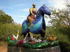 Beschreibung und Bilder zum Ausflugsziel Tarotgarten von Niki de Saint Phalle, Il Giardino dei Tarocchi, in Capalbio, Toskana, mit