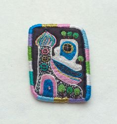 """Brooch """"Hundertwasser N3"""" hand embroidered textile jewelry by MakikoArt #Etsy #makiko #embroidery"""