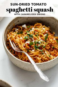 This full-flavoured recipe is perfect for a lighter dinner with fresh ingredients! Sun-Dried Tomato Spaghetti Squash With Caramelized Onions - Sun-dried tomato spaghetti squash with caramelized onions Vegan Dinner Recipes, Vegan Dinners, Veggie Recipes, Whole Food Recipes, Vegetarian Recipes, Cooking Recipes, Healthy Recipes, Vegetarian Spaghetti Squash Recipes, Vegan Butternut Squash Recipes