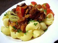 Pašerácký guláš | Vaření s Tomem Pasta Salad, Potato Salad, Potatoes, Chicken, Ethnic Recipes, Pastries, Red Peppers, Crab Pasta Salad, Tarts