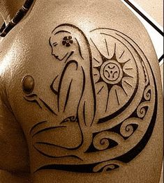 Sun Tattoo of Polynesian style for Men representing a vahine (polynesia local girl) taking the sun in a beach & handling a magic ball Sun Tattoos, Time Tattoos, Body Art Tattoos, Sleeve Tattoos, Tattoos For Guys, Cool Tattoos, Maori Tattoos, Awesome Tattoos, Borneo Tattoos