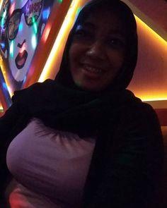 Judge me, if you are perfect!!! ____don't swipes_____!!!!! . . . . Ini foto udah pernah aku posting, jadi ga usah kepo lagi apalagi di… Hijab Chic, Girl Hijab, Photo And Video, Mom, Sexy, Instagram, Mothers