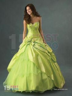 Vestidos híper glamorosos e impactantes - 15Fest La Expo