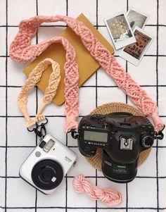 Christmas Gifts To Make, Christmas Diy, Crochet Camera, Crafts To Make, Diy Crafts, Cute Camera, Diy Accessoires, Macrame Design, Camera Straps