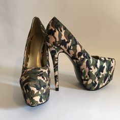 """HOST PICK """"Sweater Weather"""". Camo 6.5"""" Heel✨ Liliana platform stilettos in Camo with a hint of sparkle. Practically new with very little signs of wear. 6.5 """" heels. There is a tiny little fabric flaw near the inside bottom of the left shoe as shown in last photo.  Priced accordingly. Liliana Shoes Heels"""