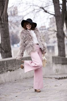 Louise Ebel - I love her style. On the vintage side with a little bit of everything. Check out all her looks. Cold Weather Outfits, Fall Winter Outfits, Autumn Winter Fashion, Winter Style, American Apparel, Style Chic Parisien, Louise Ebel, Fur Coat Fashion, Parisian Chic Style
