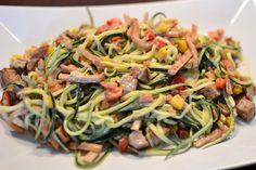 Kremet squashgetti og proteinpannekake med varme pærebiter (Bakekona)