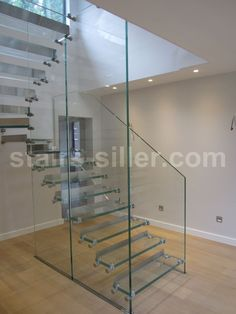 Half-turn staircase / lateral stringer / glass frame / glass steps - Half turn all glass staircase - Siller Stairs