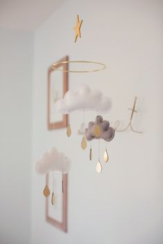 Incredibly cute and dreamy nursery Mobile - Waiting for a little miracle in your family? Then you are likely to decorate his room and fill it wi. Diy Nursery Decor, Baby Decor, Nursery Mobiles, Boy Mobile, Cloud Mobile, Star Mobile, Deco Kids, Style Me Pretty Living, Baby Nursery Neutral