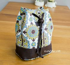 818 Natalie Cosmetic Bucket Pouch PDF Pattern - ithinksew.com