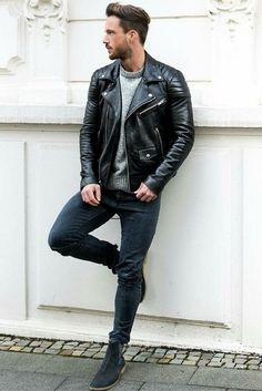 Look: jaqueta de couro, sueter cinza, calça jeans skinny preta e bota Chelsea
