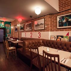 There are some nice touches to Honky Tonk – see the brown Chesterfield-style banquette booth seating and reclaimed Japanese ship lights as examples – plus the inevitable smattering of music-related paraphernalia dotted around...