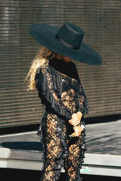 wore a custom-made embroidered jumpsuit during her in Los Angeles Beyonce Style, Beyonce And Jay Z, Fall Fashion Outfits, Autumn Fashion, Beyonce Coachella, Queen B, Black Queen, Monochrome Fashion, Beyonce Knowles