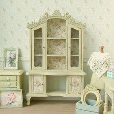Poppenhuis miniatuur, crème dressoir, Dolls House Hutch, hoge kast, Rose papier, poppen meubels, Shabby Cottage Chic, 1:12th schaal
