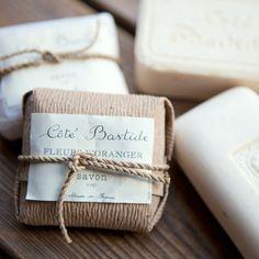 Cadeaux d'invités - Savon de Marseille avec un joli packaging + date et nom mariage?