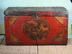 red tibetan trunk
