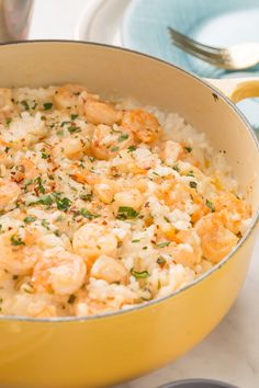 Freshen up your Easter dinner menu with these traditional recipes (and some unique new ideas! From classic ham and lamb recipes to cheesy potato casseroles and honey glazed carrots, these meals will appeal to everyone at your holiday dinner table. Romantic Dinner For Two, Dinner For 2, Romantic Dinner Recipes, Romantic Meals, Romantic Picnics, Romantic Night, Recipes Dinner, Fancy Recipes, Kraft Recipes