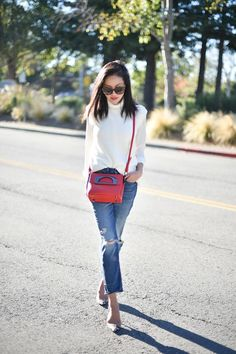 Pop of Color purse (via Bloglovin.com )