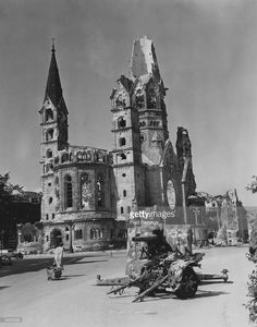A Berlin housewife pulls her belongings behind her past the ruins of a German gun emplacement and the Kaiser Wilhelm Memorial Church, after the Allied capture of Berlin. Gedächtniskirche Berlin, Berlin Photos, West Berlin, Berlin Wall, Germany Area, East Germany, Berlin Germany, Flak Tower, German Reunification